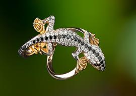 Ibiza Schmuck Gecko Ring (2) mit schwarzen und weissen Brillanten von maiersgoldschmiede